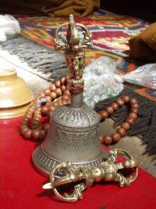 Aksamala (Mala/Ganitri) dan Gentha (Lonceng) ummat Budha